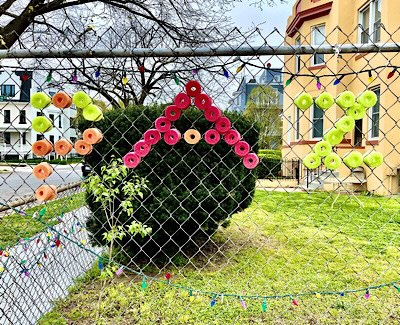 """Photo of the word """"Paz"""" spelled out on a chain link fence"""